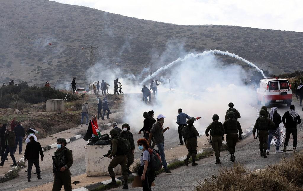 Heridos seis palestinos y un soldado israelí en una protesta contra la demolición de viviendas en Cisjordania