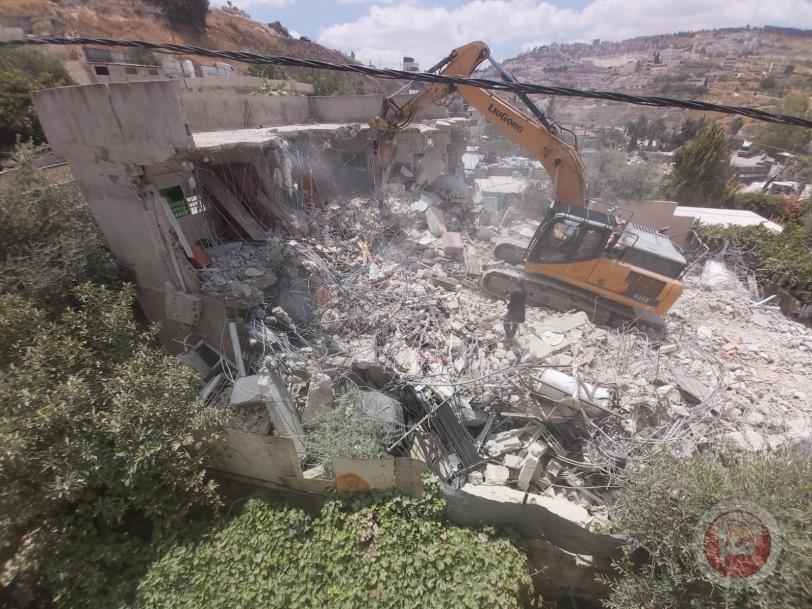 Jerusalén ocupada, otras cinco viviendas demolidas. Entre los dientes de las excavadoras demoledoras desvanece el sueño familiar